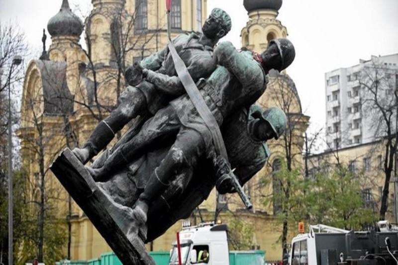 ЗАЯВЛЕНИЕ  Исполнительного Комитета и Политического Совета  Единого международного антиимпериалистического антифашистского фронта   по поводу кощунственного оскорбления памяти советских воинов-освободителей в Польше