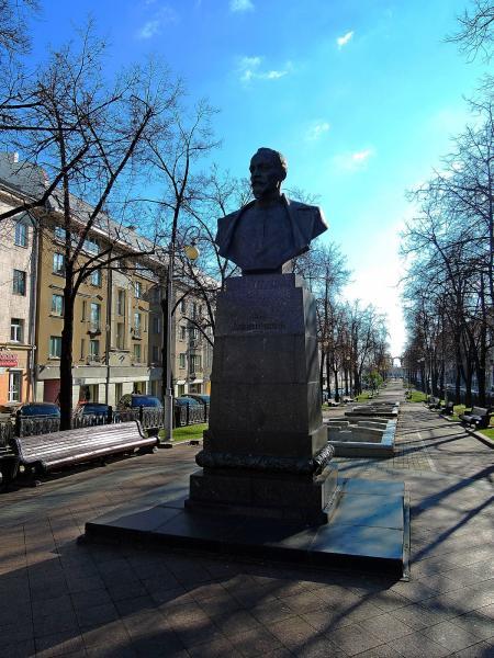 Возложение цветов к бюсту Ф.Э. Дзержинского в Минске   20-го декабря 2017г.